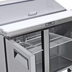Mesa refrigerada para preparar sándwiches y ensaladas con 2 puertas solidas MSF8303GR * MRS-152-P