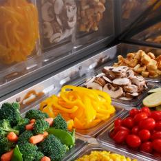 Mesa Refrigerada para preparar sándwiches y ensaladas con 3 Puertas sólidas MSF8304GR * MRS-184-3P