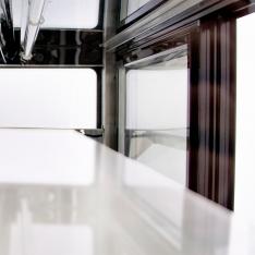 Vitrina refrigerada rectangular de piso, de 395 Lts. de capacidad WDF127F