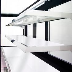 Vitrina refrigerada rectangular de piso, de 570 Lts. de capacidad WDF177F